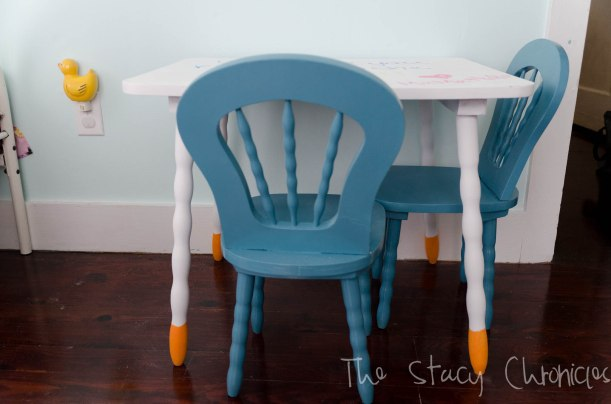Child's table and chairs 004